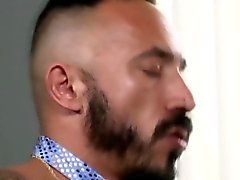Orsacchiotto prende della barba bella sborrata calda sulla