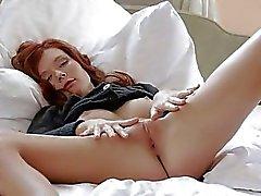 Redhead tiener Mia Sollis bloot haar kutje