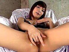 Riona Suzune stupéfie avec son de Bite capacités de succion