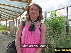 Del pubblico bambina ceco ama all'aria aperta cazzo di