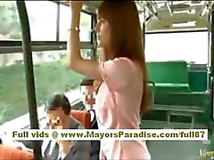Río asian babe teen obtenir sa chatte poilu caressa sur le bus