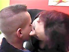 Femme Mature baiser par son toy boy