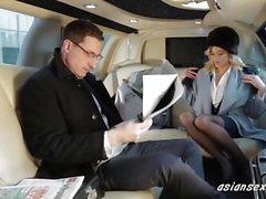 Sexy del bionda cazzo Ambassador nella sua limousine - asiansexhd