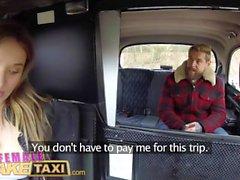 Kadın sahte taksi Seksi İngiliz cum için çek taksi sürmek için öder