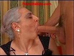 Abuelita caliente grande italiano - nonna scopa cazzo giovane e duro