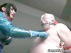 Dois quentes tesão sensuais do corpo de látex de MILF bebês