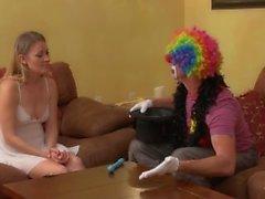 MILF zeigt Clown Wie zu blasen