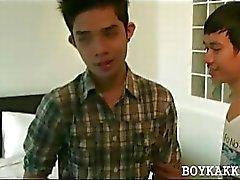 Söpö Aasian homo pojat ottaa luonnonvaraisten sukupuolen
