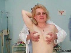 Dirty rijpe huisvrouw krijgt naakt