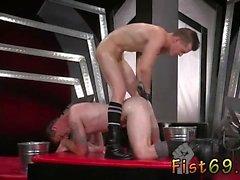 Gay sexe de l'école Dans un acrobate 69, Axel Abysse enfonce son un