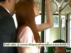 À Rio asiatiques babe teen faire dézinguer la chatte poilu caressée dans l'autobus