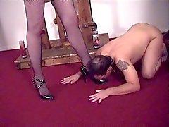 Super sexy Mistress Ava cuidando de sua cara escravo