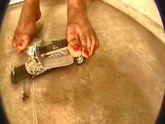 Siyah giantess tramples ve bir limuzin ezer