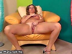 Senhora madura tesão abre as pernas