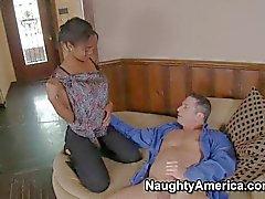 Excitando menina negra Evanni dá a cabeça John Strong