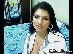 Brunette amateur sexo en la webcam