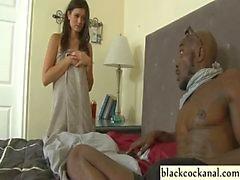Jeunes l'épouse craint convicts de coq noir
