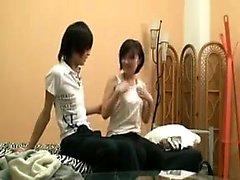Förtrollande japansk tjej med prickiga titties kan inte vänta med att b