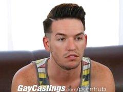 GayCastings şirin dövme twink cam üstünde göstermek için seviyor