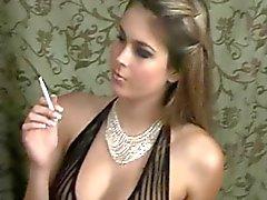 Tupakointi seksikkäitä alusvaatteita
