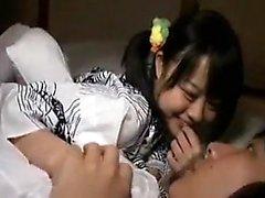 Большой азиатский кайя Линн заполняет рот огромным членом
