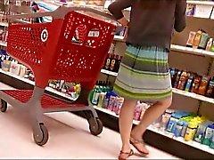 Upskirt de linda trigueno en Target