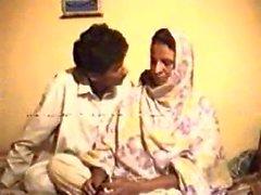 Guy Punjabi Pakistani putain mère excitée en droit avec plaisir