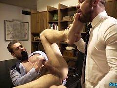 Cumshot ile dövme eşcinsel hakimiyeti
