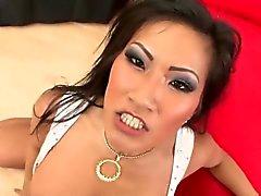 Fard à joues pour une prostituée asiatique