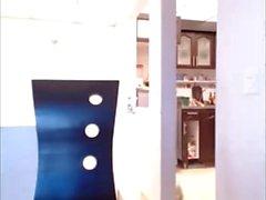 Webcam garota gozando quando sua mãe na cozinha