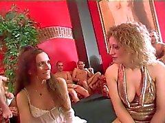 Italiaanse vrouw liefde Gangbangs 4