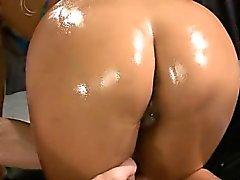 Baise de groupe sensuel pour adorable chaudasse japonaise