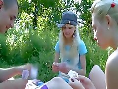 Precize amateur triootje in de tuin