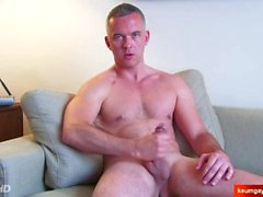 Mathieu Handsome mature guy's hard cock to shake in spite of him.