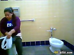 Fat Latina Recorded Taking A Huge Crap
