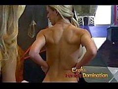 Совершенно сногсшибательно блондинки Госпожа пользуется хардкор сеанс с ведомый -6