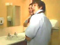 équipe de rugby droite obtient drunk..gets frisky