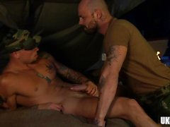Big dick gay oralsex med cumshot