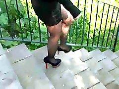 Preto Miniskirt e saltos altos