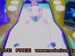 Solaryum Kamera Sarışın genç parmaklar kendini Kamu Voyeur