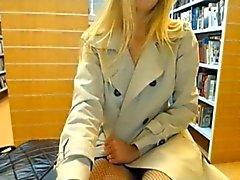 смазливая подросток показывать сама в библиотеке
