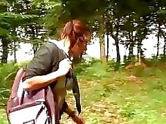 La scolara procace sia avvitato nel bosco