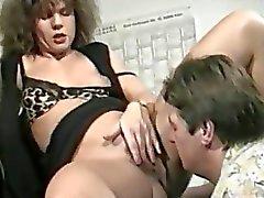 Amatoriale con suocera ama la urine Squirting sulla sua parte posteriore