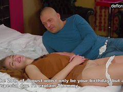 Virgin Alesya sendo seduzido por um ator pornô