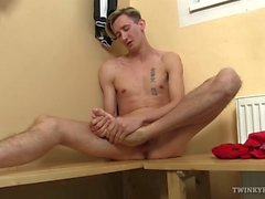 Giovane e del diaspro James Foot Fetish masturbare