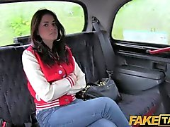 FakeTaxi - Великобритания чав получает свою задницу отшлепал