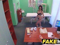 Fake Hospital Ärzte dicken Schwanz streckt heißes Portugiesisch