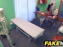 Fake medici ospedalieri spessa dado si estende caldo portoghese