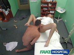 FakeHospital Patient vittuile mutta seksikkäitä sairaanhoitaja