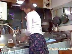 Matures masturber doigte dans la cuisine plus